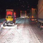 Caos en Alemania: Cientos de personas esperan bloqueados en una autopista nevada por la noche