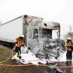 Arde por completo la cabina de un camión, cuando  el conductor quería hacer un café.