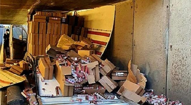 Colisiona  contra el techo de un túnel descubren un cargamento de 11.200 paquetes de cigarrillos de contrabando
