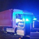 ¡Conductor de camión, a cuatro patas en medio de la autopista, en Alemania!