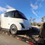 Cazado de nuevo el camión eléctrico de Tesla. Un modelo de preproducción hasido descubiertoen Sacramento