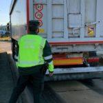Denunciado el conductor de un camión por superar en 21 tn la carga permitida y conducción temeraria