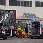 Herido de gravedad un camionero al precipitarse del remolque del camión cargando  en polígono industrial de Guastalla