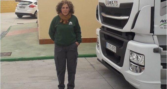 Acotral homenajea a la conductora de camiones Paqui Salcedo en el día internacional de la mujer.