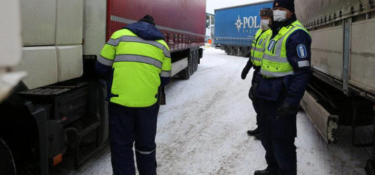 Finlandia polizia stradale controlla camion neve 768x432 1