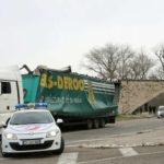 El puente de Aviñón golpeado por un camión por tercera vez en dos años