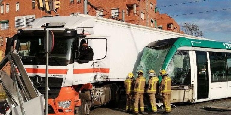 bomberos accidente tranvia