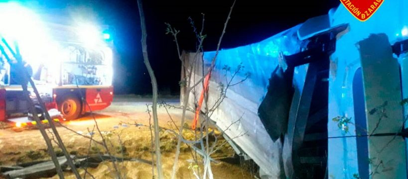 un herido grave al chocar dos camiones en pina de ebro accidente1 1024x769 1