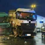 Dos heridos al colisionar dos camiones en una intersección en Krefeld
