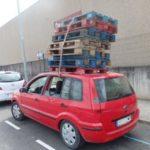 Denunciado un coche en el Bages por incumplimiento de la normativa de seguridad y estiba de la carga.