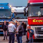 Francia cierra dos aparcamientos de camiones en el norte.