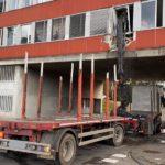 Un camión grúa se estrella contra la oficina de la policía de tráfico suiza