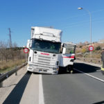 Un camión sufre un accidente al perder una rueda delantera en Soria