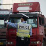 Un camionero chino se suicida en un control policial por una multa de 300 dólares