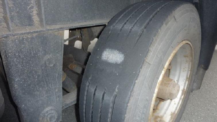 Beschädigter Lkw Reifen