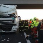 Trágica colisión por alcance entre camiones: muertos los dos conductores de un camión en la A4 peaje de San Donà