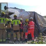 Un camionero herido grave, tras volcar el tráiler que conducía en la A4 Dos Hermanas