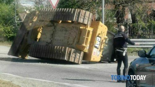 Settimo perdita mezzo edile strada Cebrosa 13 4 21 1 2