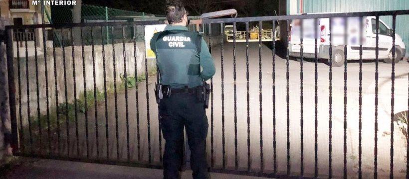 Detenido por hacerse pasar por un camionero accidentado para robar en el interior de casas y furgonetas