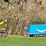 Camión de 40 toneladas se atasca en un camino de tierra cuando iba a Amazon