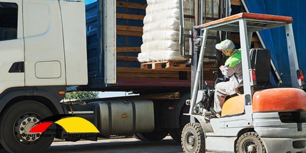 Carga y descarga de camiones