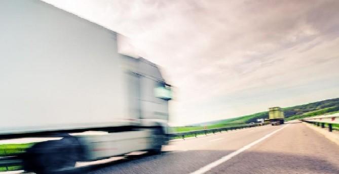 Un camionneur en plein ebat sexuel zizague sur l039autoroute 1170x508 1