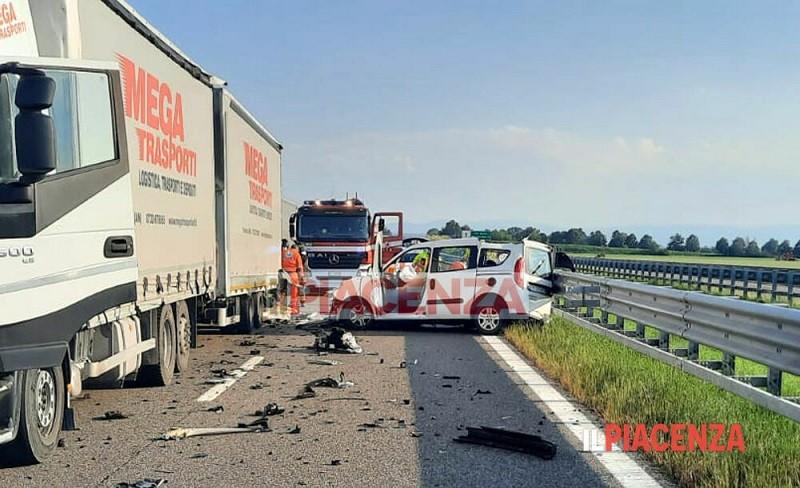 incidente stradale mortale fiorenzuola 00 2