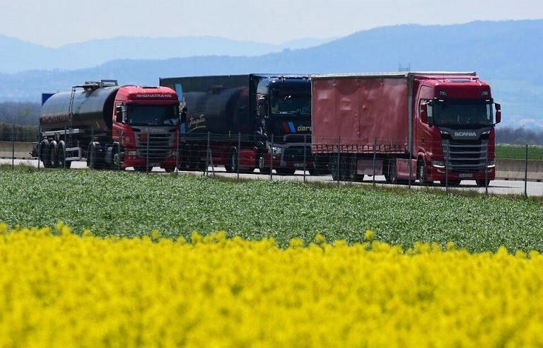 960x614 poids lourds autoroute a7 isere 13 avril 2021