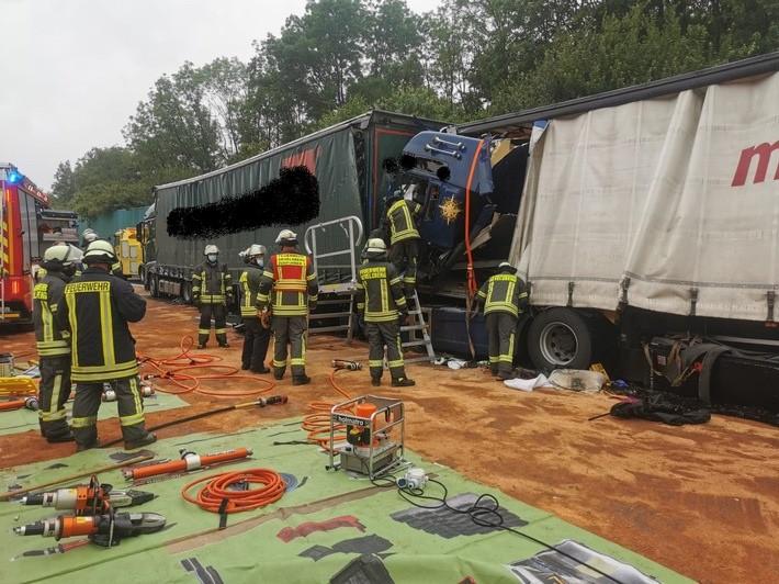 fw en schwerer verkehrsunfall auf autobahn