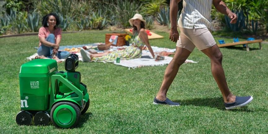 https hypebeast.com image 2021 06 Heinekens Robot Cooler Delivers Ice Cold Beer to You tw