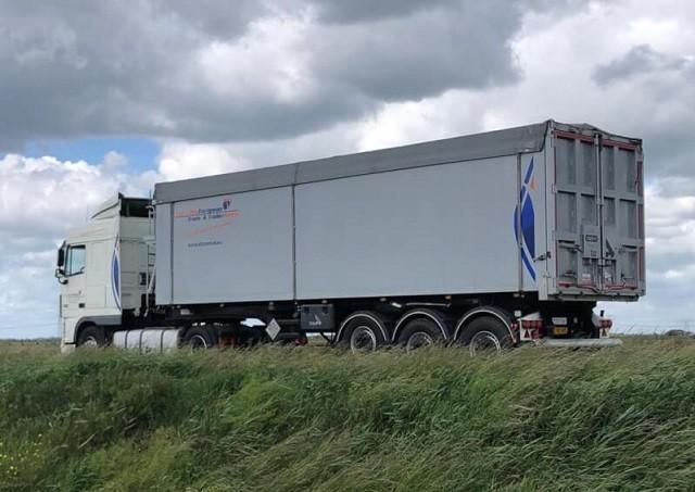 kiptrailer van t blik european truck trailer rental 1