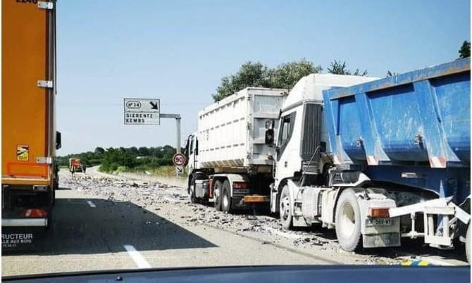 l accident s est produit ce jeudi 22 juillet vers 15 h 20 sur l a35 a la hauteur de la bretelle de sortie vers sierentz dr 1626966111