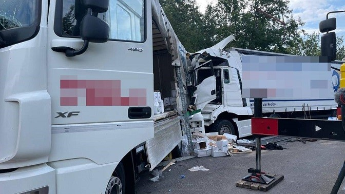 lkw unfall 202 t 1629442791424 v 16to9