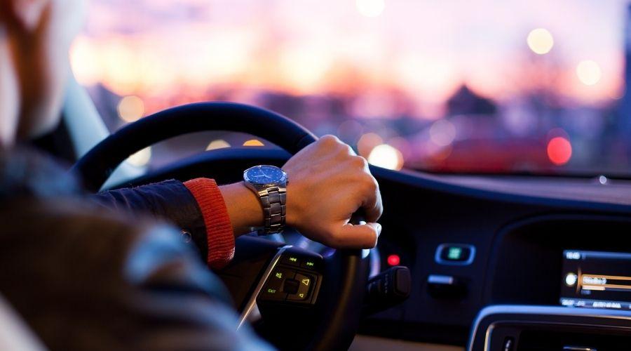 ¿Cuánto tardan en devolver la fianza del alquiler del coche?