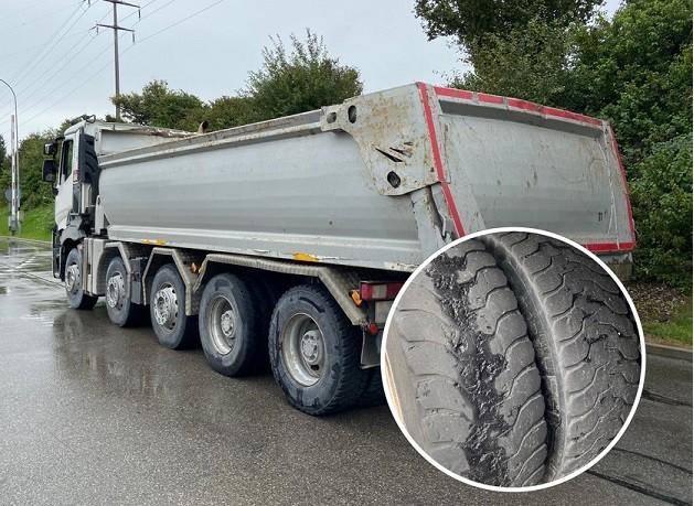 camion pneus lisses